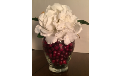 How to use cranberries as a vase filler
