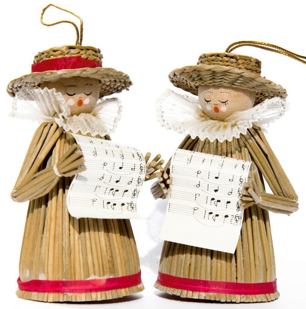 2 cornhusk doll ornaments of Christmas carolers