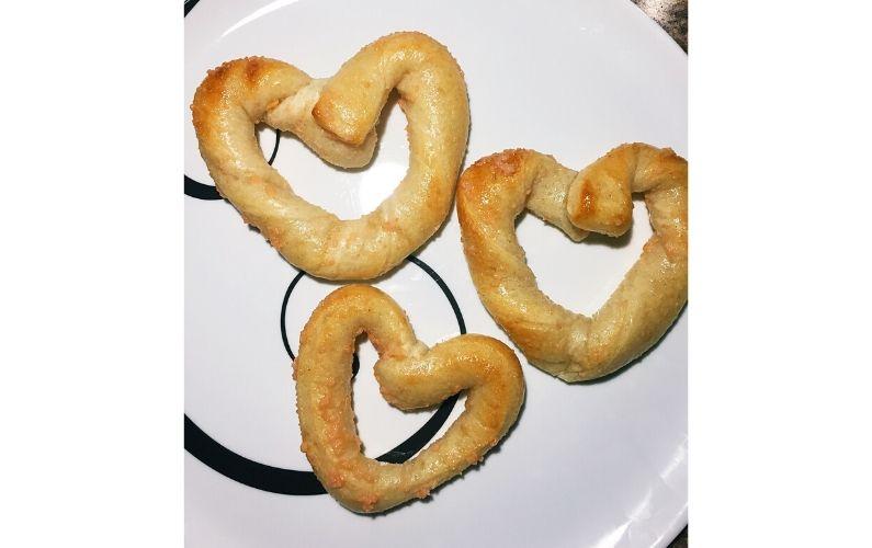 Heart-shaped garlic twisty bread