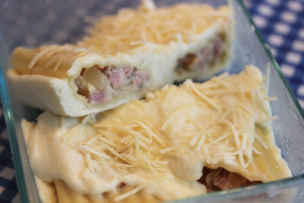 Manicotti stuffed with ham