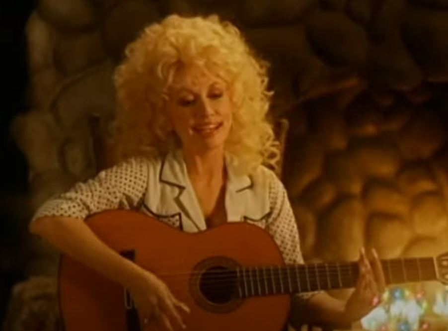 "Dolly Parton sings ""I'd Like to Spend Christmas with Santa"""